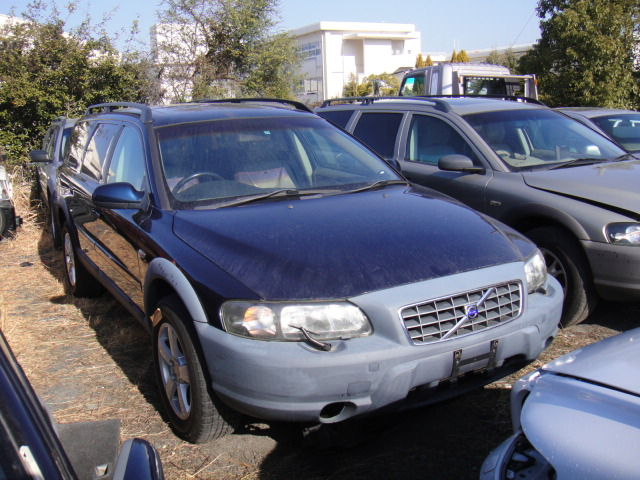 ボルボXC70 2.5T 2001年 部品取り車入庫