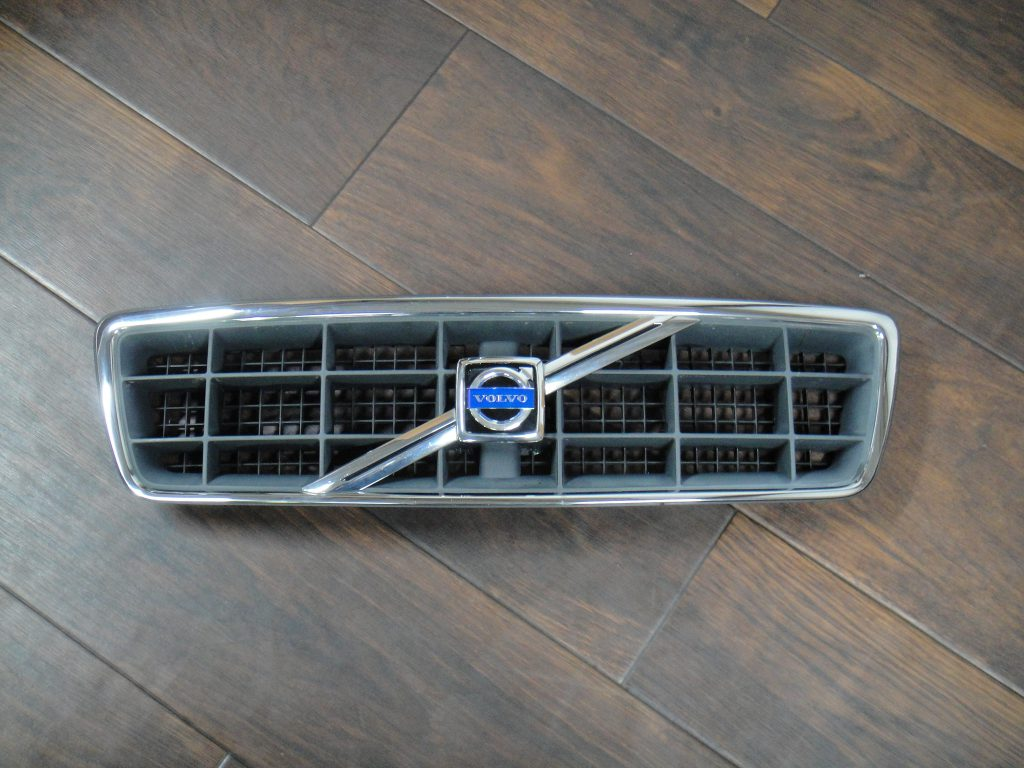 C70(V70/S70に使用可)フロントグリル販売いたします。