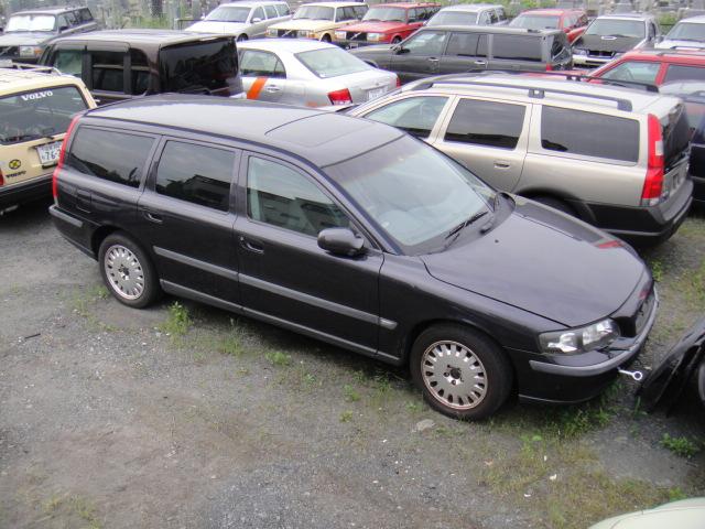 ボルボV70(2002年)部品取り車入庫