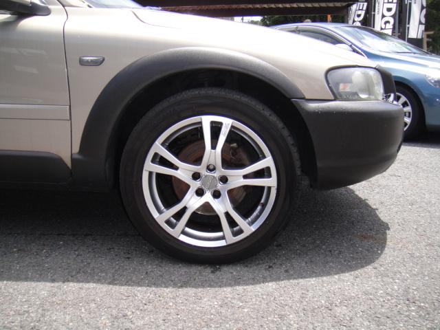 ボルボXC70 OZ製アルミ/タイヤセット販売いたします