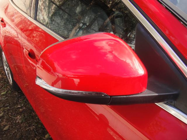ボルボV40(パッションレッド)右ドアミラー販売いたします。