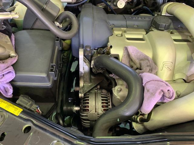 ボルボV70RAWD(2004~)オルタネーター交換